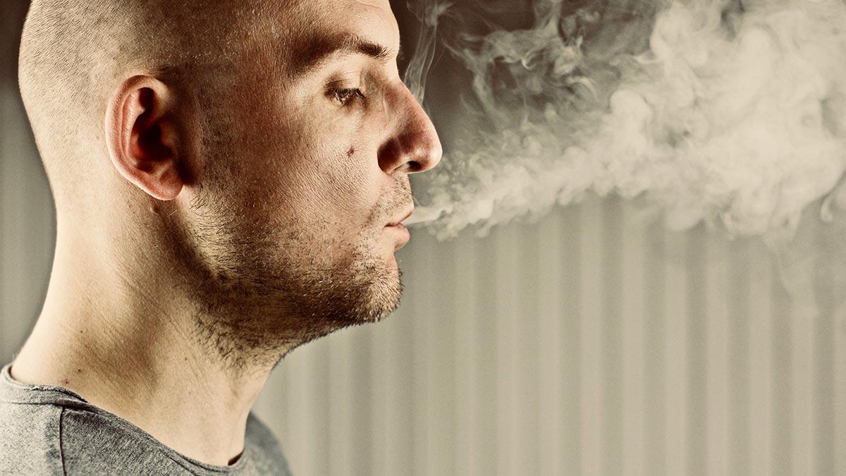Effetti negativi del fumo sui capelli