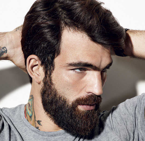 Super Si taglia i capelli e la barba: la trasformazione è incredibile  CF95