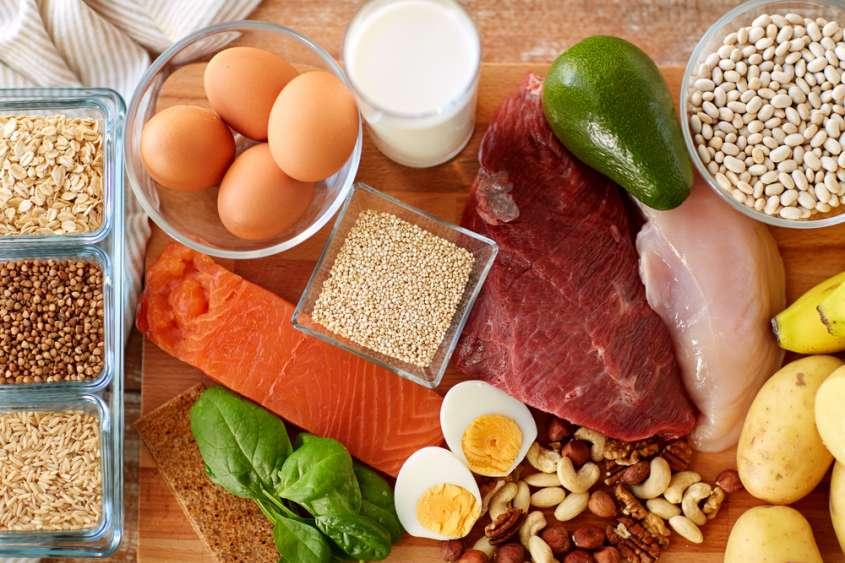 le proteine assunte con l'alimentazione fanno bene ai capelli