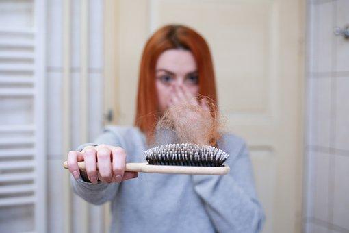 sognare di perdere i capelli a chiazze